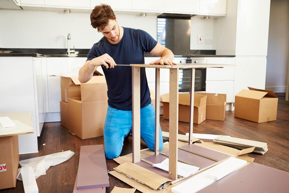 Bútorok szakszerű szét-, és összeszerelése